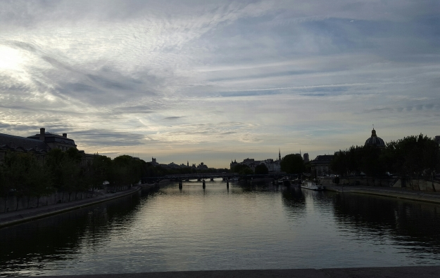 Sunrise run in Paris